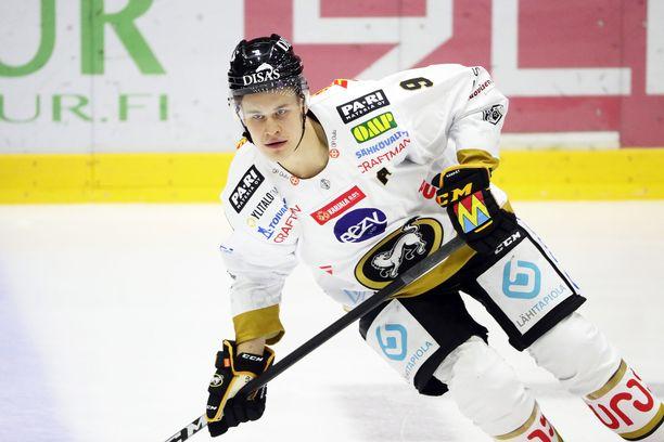 Kärppien tähti Jesse Puljujärvi pyöritti tikaria HIFK:n haavassa iskemällä lopussa kaksi maalia.