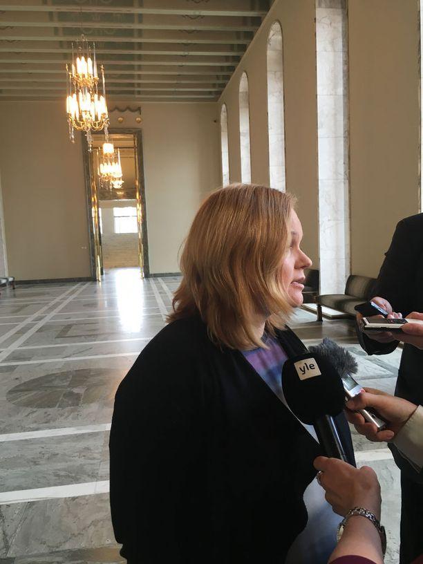 Sosiaali- ja terveysvaliokunnan puheenjohtaja Krista Kiuru arvioi, että sote-lakien toinen käsittely olisi eduskunnassa heinäkuun alussa.