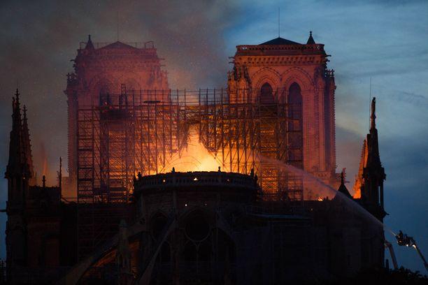 Katedraali paloi 15.4.2019, kun palossa romahtanutta tornia oltiin entisöimässä.