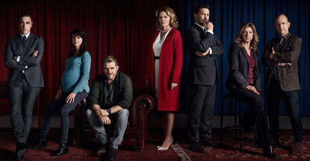 Kim Catrallin lisäksi sarjassa nähdään myös muita kansainvälisiä tähtiä.