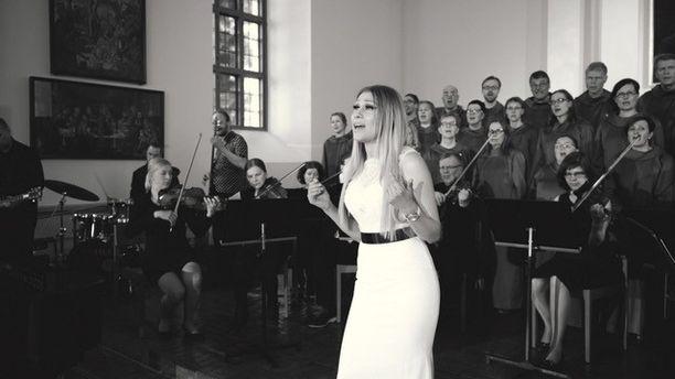 Kristiina Brask kokee gospel-musiikin kutsumuksekseen.