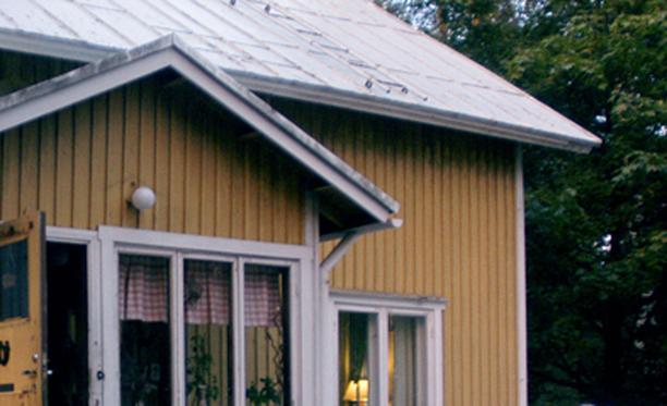Kiinteistön alapohjan mikrobivauriot aiheuttivat terveyshaitan, jonka takia taloa ei voitu ennen korjausta käyttää asumiseen. Kuvituskuva.