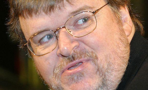 Michael Moore arvosteli amerikkalaisille arkaa-aihetta, kansallissankareinakin pidettyjä tarkka-ampujia.