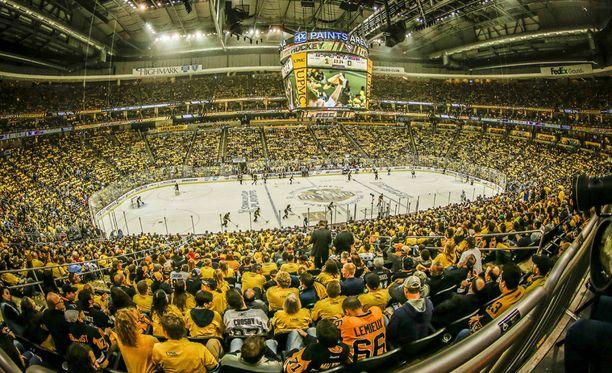 Pittsburghin poliisi tutkii hallitsevan Stanley cup -mestarin kotiottelun tapahtumia.