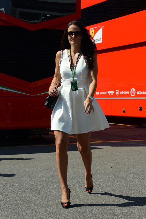 Minttu edusti jälleen upeana F1-varikolla.