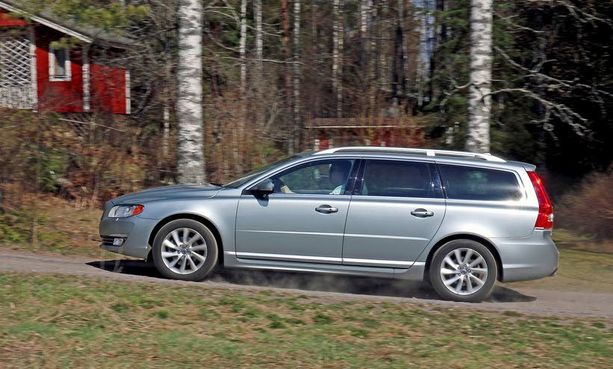 Volvo-diesel vie V70:stä iloisen kepeästi.