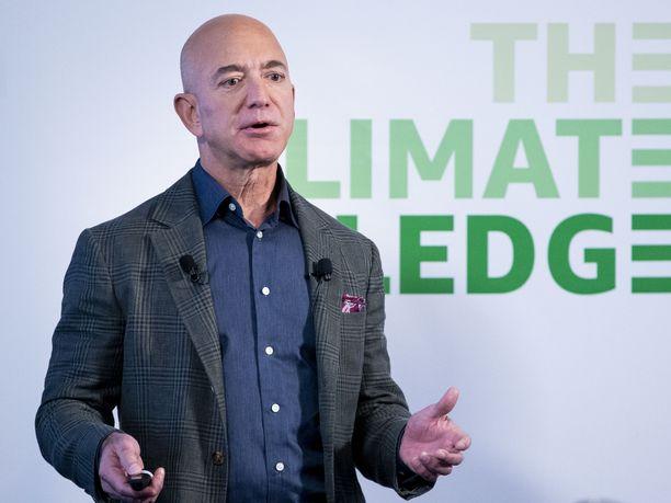 Seattlen NHL-areena nimettiin Jeff Bezosin johtaman hankkeen mukaan.