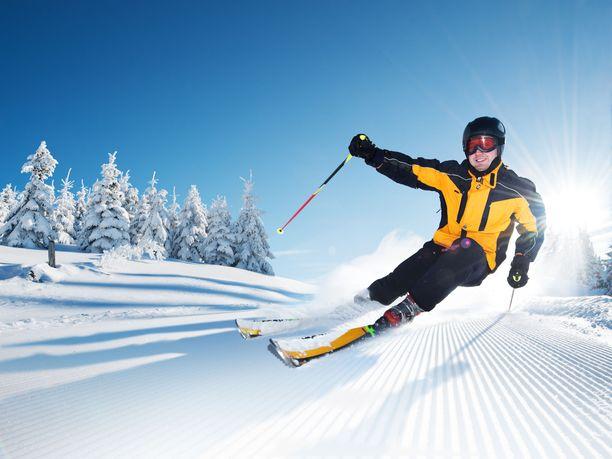 Talviurheilun vaatimien suojavarusteiden käyttö on vaivalloista ja hankalaa, jos käytössä ovat silmälasit.