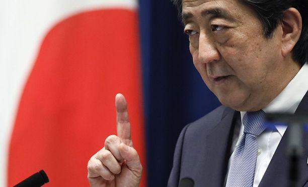 Japani pitää Pohjois-Koreaa edelleen suurimpana uhkana Japanin turvallisuudelle. Kuvassa pääministeri Shinzo Abe.
