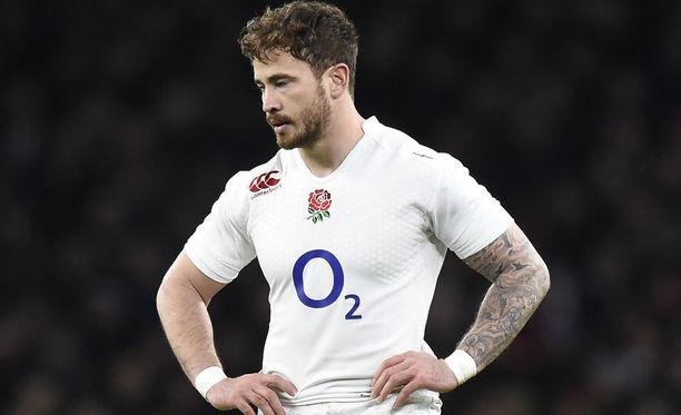 Rugbytähti Danny Cipriani vastusti virkavaltaa ja kävi käsiksi ovimieheen kesken harjoituskauden.