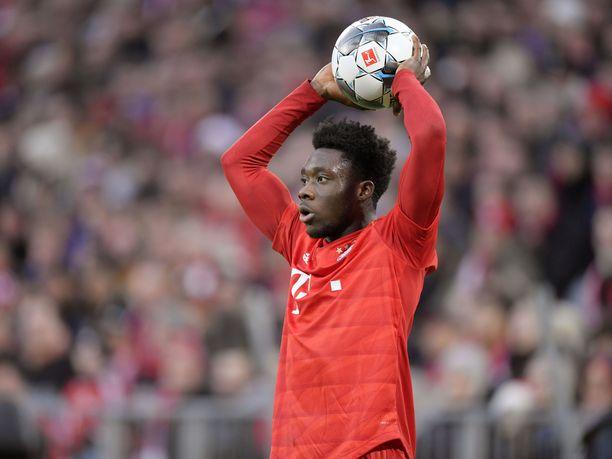 Alphonso Davies on noussut alle 20-vuotiaana Bayern Münchenin luottopelaajaksi.