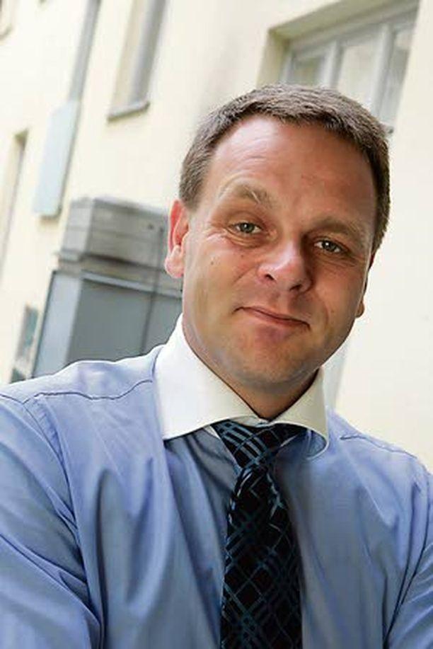 Asuntoministeri Jan Vapaavuoren pitäisi saada eri asumismuodot samalle viivalle.