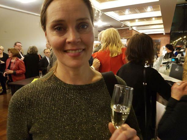 Sota aiheena ja ilmiönä kiehtoo ohjaaja-näyttelijä Tiina Lymiä.Olen Tampereelta kotoisin ja sisällissota ja ratkaiseva Tampereen taistelu kiinnostaa kovasti ja naisten rooli siinä, Tiina kertoi.Hän oli irtautunut ohjaamansa Iloisia aikoja Mielensäpahoittaja -elokuvan jälkitöistä ja lähti entiseen kotikaupunkiinsa.