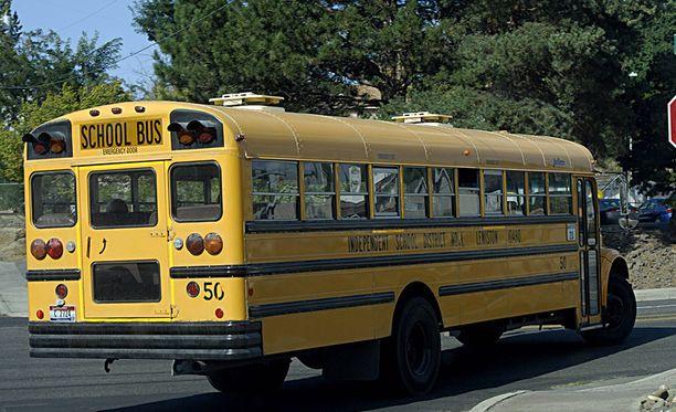 Koulubussi kerkisi ajaa kahdeksan kertaa lapset kyydissään ennen kuin pommi huomattiin.