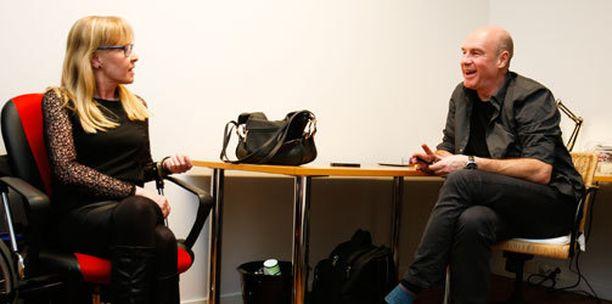 Sari Leskinen antoi hyväksyntänsä Solar Filmsin elokuvalle. Heikki Vihinen on yksi käsikirjoittajista.