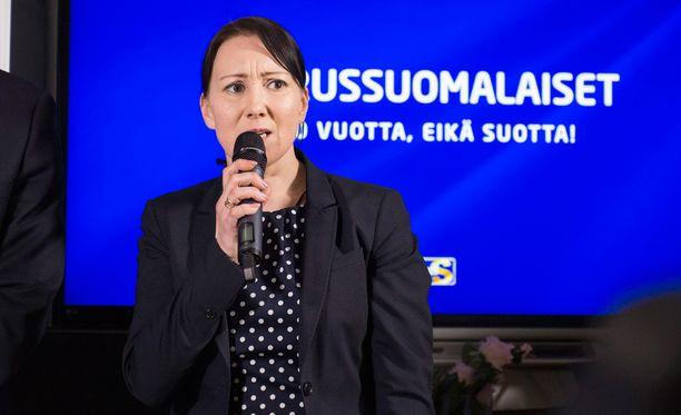 Hanna Mäntylä (ps) arvioi turvapaikanhakijoiden kustannuksia valtiolle.