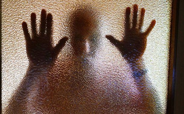 Turkulaisnaisen entinen miesystävä piiloutui naisen saunaan ja kävi pahaa-aavistamattoman uhrinsa päälle. Kuvituskuva.