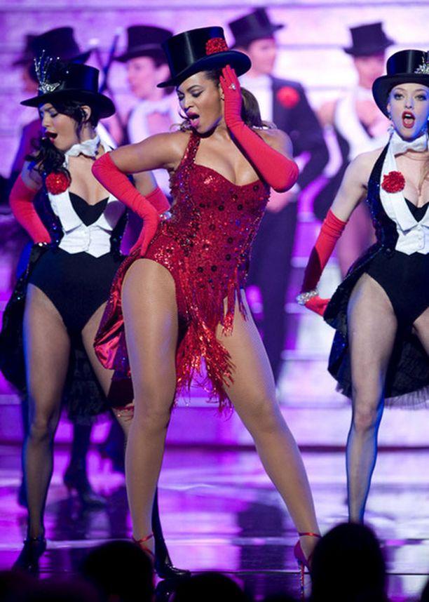 Beyonce hurmasi Oscareissa Hugh Jackmanin rinnalla.