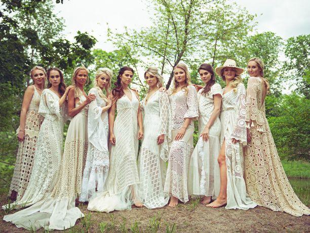 Kymmenen Miss Suomi 2020 -finalistia kuvattiin seesteisissä juhannustunnelmissa.