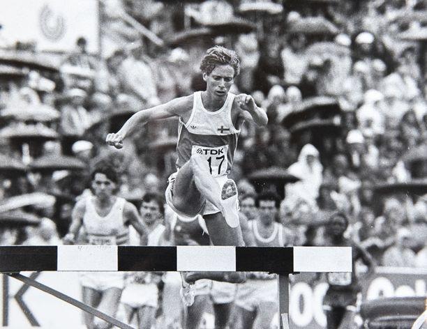 Tommy Ekblom ampaisi heti lähdöstä kärkeen 1983 Helsingin MM-kisojen estejuoksufinaalissa. Ekblomin mukaan hänellä ei ollut valmista taktiikkaa mietittynä ennen kilpailua.