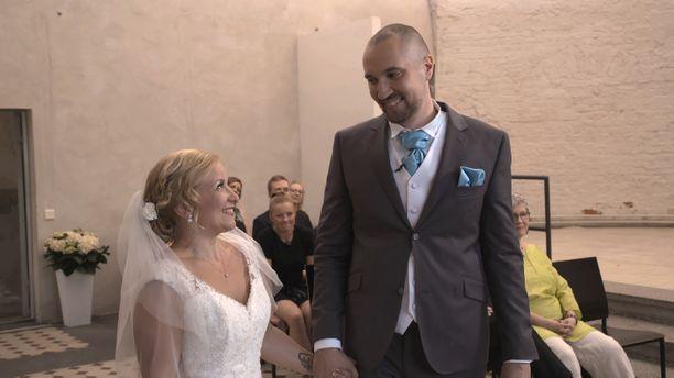 Miina ja Heikki kohtasivat ensimmäistä kertaa mennessään naimisiin Ensitreffit alttareilla -tv-sarjassa. Kyseessä oli sarjan 5 kausi.