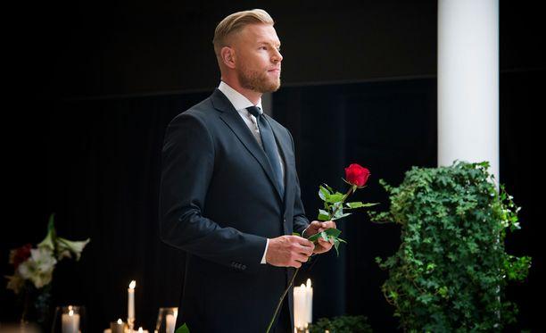 Juha Rouvinen nähdään unelmien poikamiehenä Livillä 15.3. alkaen.