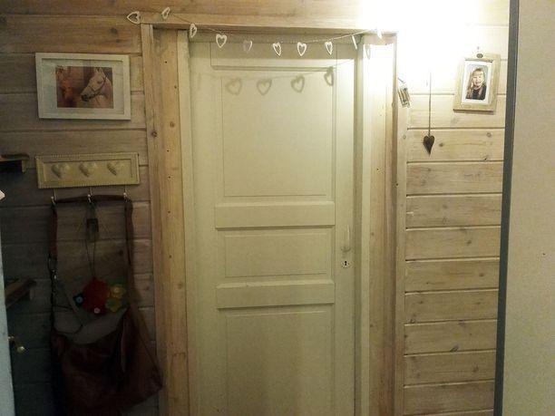Sisäeteisen ovi.