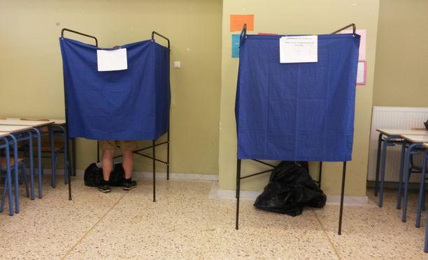 Kansalaisten piti äänestyskopissa valita kyllä tai ei esitettyjen lainaehtojen puolesta.