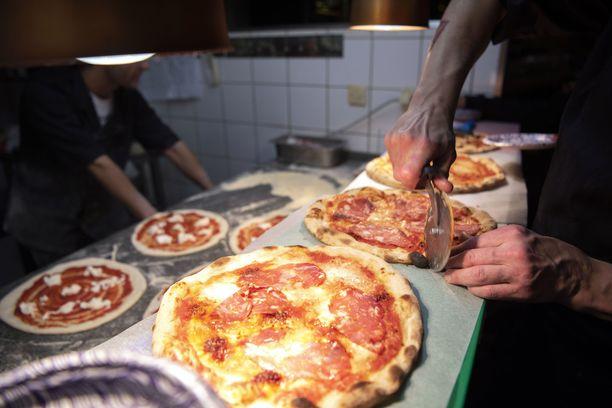 Tiedotteen mukaan koronatoimet ovat iskeneet ravintola-alaan kovemmin kuin muihin.