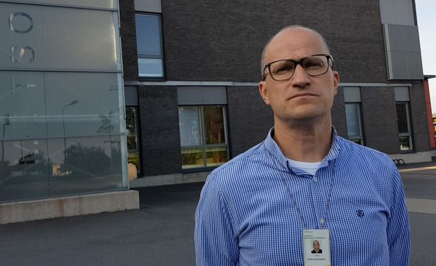 Rehtori Kalle Komulainen saa olla jatkuvasti huolissaan Metsokankaan koululaisista liikenteessä.
