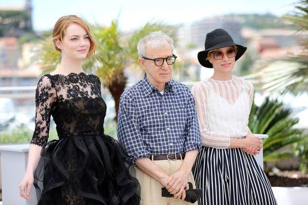 Ohjaaja antoi Cannesin elokuvajuhlilla keväällä haastatteluja yhdessä uutuuselokuvansa Irrational Manin naistähtien Emma Stonen ja Parker Poseyn kanssa.