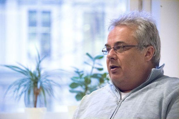 Aivoverenvuoto pysäytti ja pani asiat tärkeysjärjestykseen. Olen onnellinen, että sain nopeasti hyvää hoitoa ja mahdollisuuden puheterapiaan, sanoo Petri Strömberg.