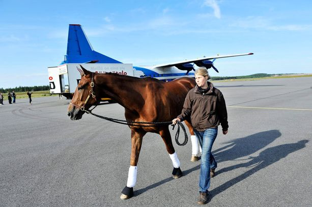 Lentokoneessa pillastunut Commander Crowe jää pois Finlandia-Ajosta. Arkistokuva.