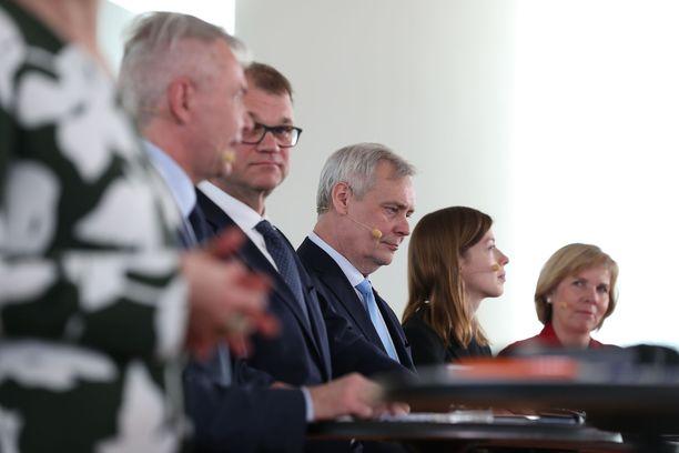 Hallitusohjelmasta kerrottiin Oodi-kirjastossa: vasemmalta Pekka Haavisto, Juha Sipilä, Antti Rinne, Li Andersson ja Anna-Maja Henriksson.
