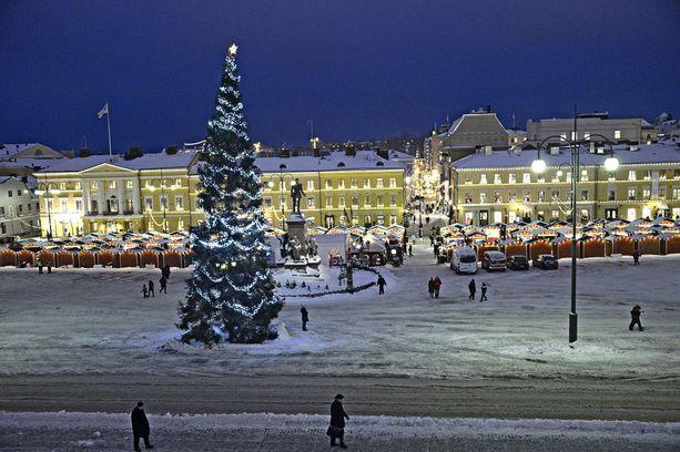 Joulukuusi on suomalaisille tärkeä joulun symboli.