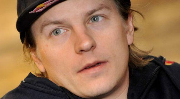 HALUTTU Toistaiseksi Kimi Räikkönen keskittyy rallihommiin. Viikonloppuna hän jahtaa MM-pisteitä Bulgarian asvalteilla.