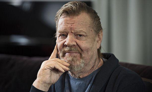 Vesa-Matti Loiri pelästytti faninsa Facebookissa julkaisemallaan kuvalla.