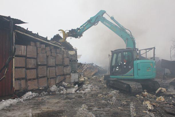 Turkistarhapalon raivauksen edetessä paljastui kylmävaraston suojelleen merkittävää määrää nahkoja.
