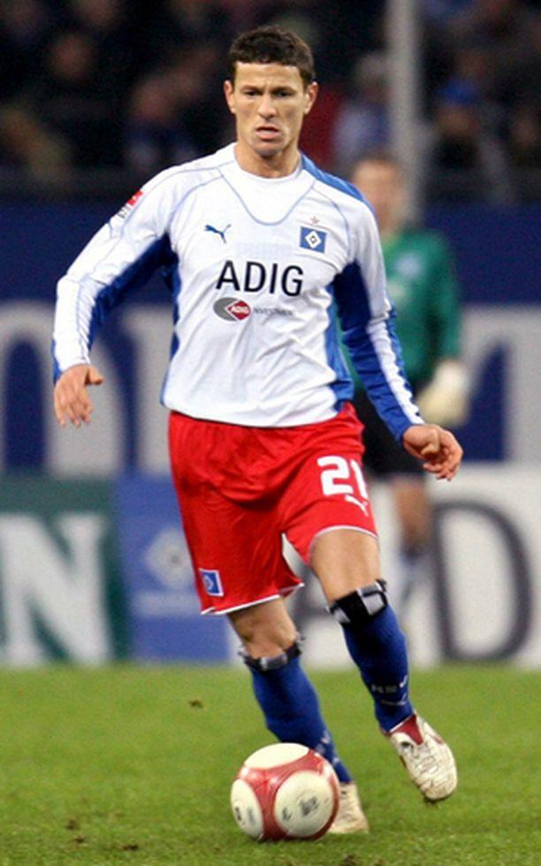 Khalid Boulahrouz siirtyy Chelseaan saksalaisen Hamburger Sport-Vereinin (HSV) joukkueesta.