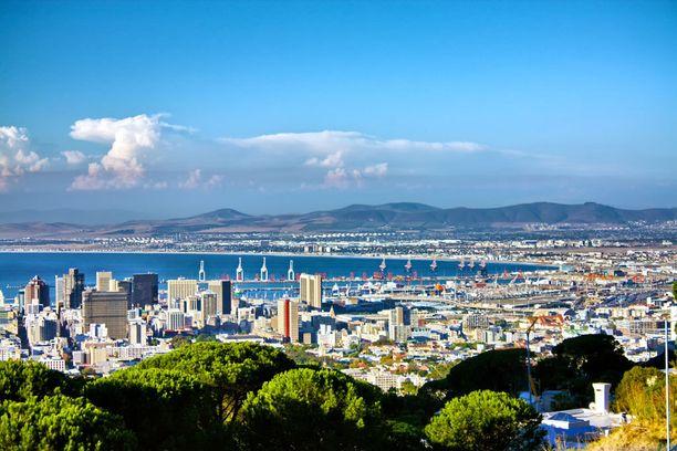 Kapkaupungin maisemat tekevät sen lentokentälle laskeutumisesta elämyksen.