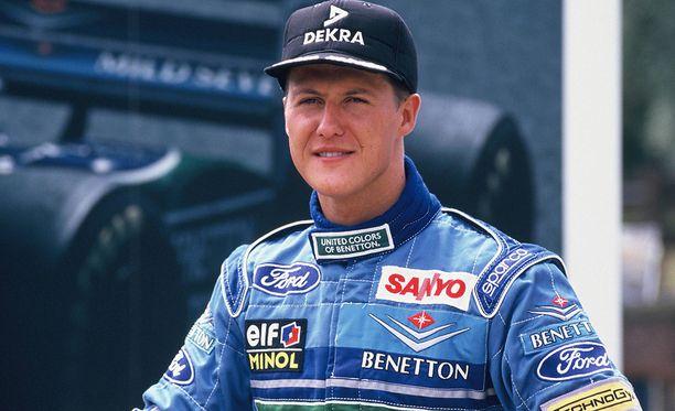 Michael Schumacher Benettonin sotisovassa.