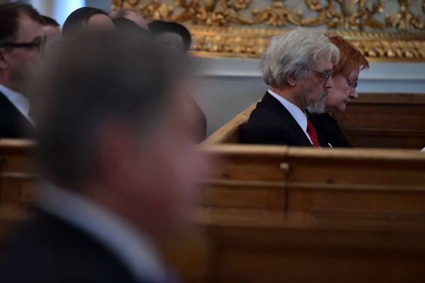 Aiemmista presidenteistä paikalla oli vain Tarja Halonen puolisonsa Pentti Arajärven kanssa.