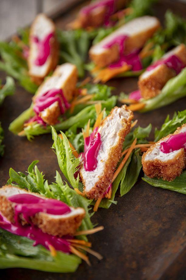 Rapea kalkkuna salaatinlehdellä on mainio pikkujoulutarjottava.