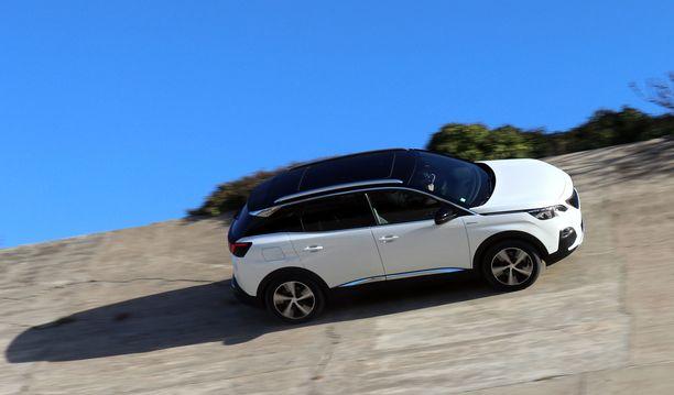 Sitges-Terramasin ikivanhalla ovaaliradalla Peugeot haisteli ikiaikaista kilpa-autojen katkua.