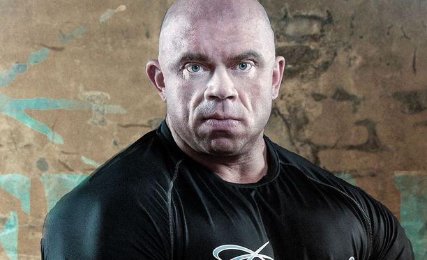 """SM-voitonkin vuonna 2007 napannut kehonrakentaja Jari """"Bull"""" Mentula on ollut IFBB-ammattilainen vuodesta 2009 lähtien. Televisiossa hänet on nähty muun muassa Jutta ja puolen vuoden superdieetit -ohjelmassa."""