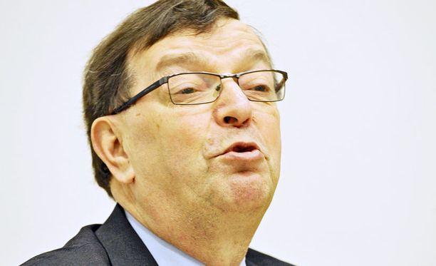 Paavo Väyrysen hurja poliittinen taistelu jatkuu ja saa suosionosoituksia.