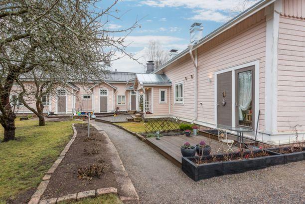Turussa Kakolan vankilan kupeessa sijaitseva puutalokoti on kooltaan 43 neliötä. Sen pyyntihinta on 198 000 euroa.