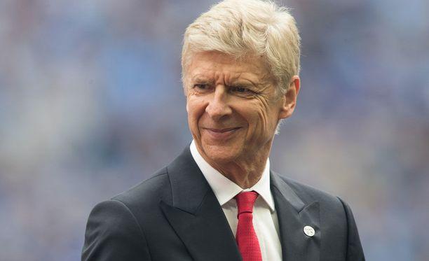 Arsene Wenger jatkaa Arsenalin puikoissa vielä seuraavat kaksi vuotta.