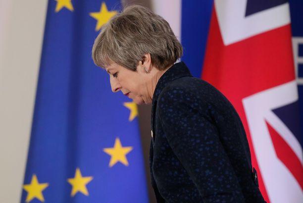 Pääministeri Theresa May neuvotteli erosopimuksen jo kertaalleen EU:n kanssa, mutta se ei kelvannut Britanniassa oikein kenellekään.