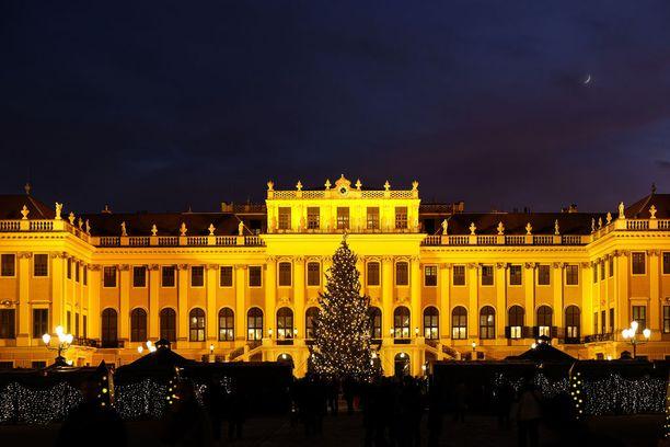 Schönbrunnin joulutori Wienissä.